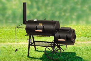 Smoker Grill für BBQ auf einer Wiese